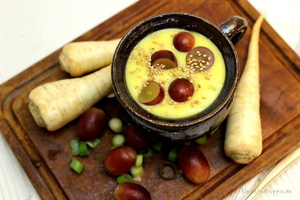 Pastinakensuppe mit Trauben