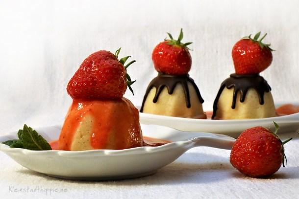 Grießpudding mit Erdbeersoße oder Schokoglasur