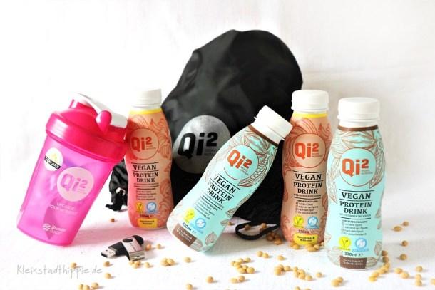 Gewinnspiel: 4 vegane Proteindrinks, 1 Beutel, 1 USB-Stick und 1 Shaker von Qi²