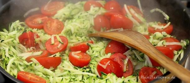 leckere Zucchini mit Risptomaten