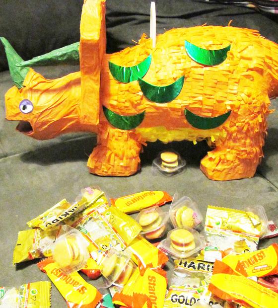 Dinosaurier kinder Geburtstags bash : Kindergeburtstag auf kleinstyle.com Pinata Vorbereitung