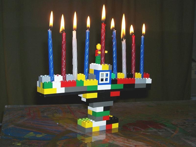 Happy Hanukkah : Lego Menorah