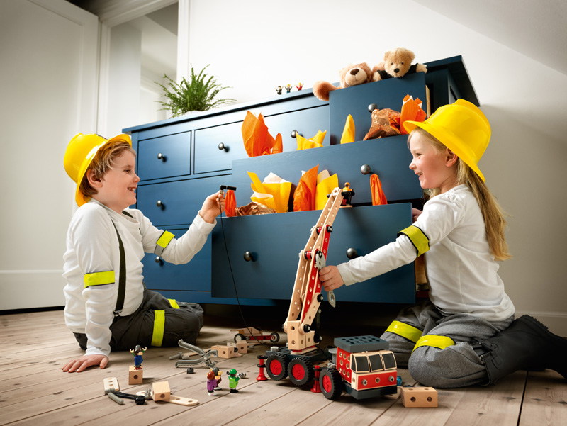 BRIO Builder : Constructing, at home and on the net