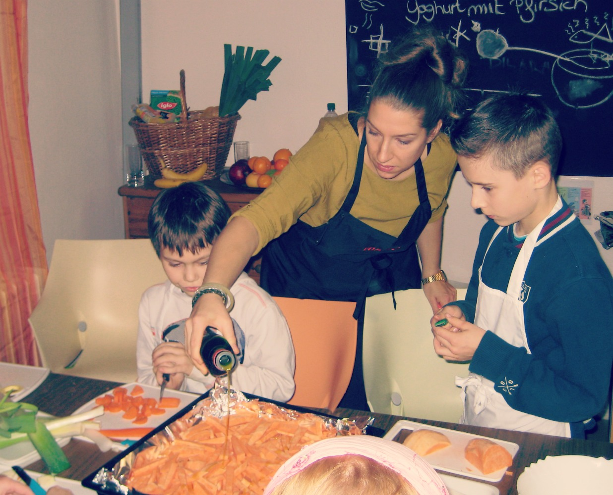 Kochen mit Kindern : oder warum auch Schokosuppe lecker ist!