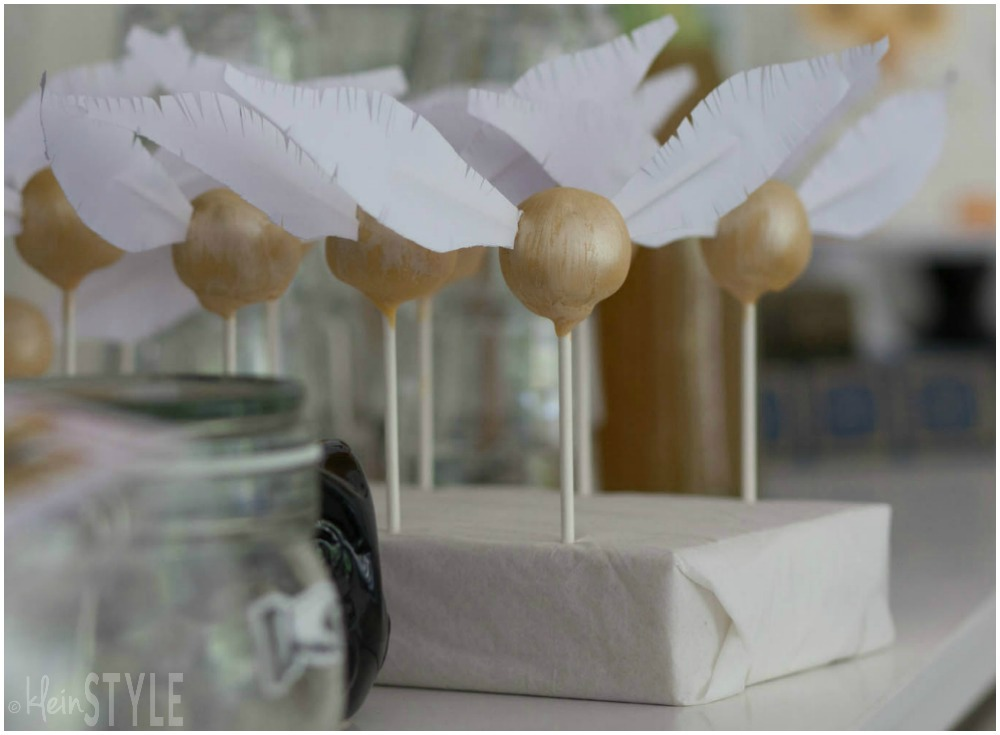 Harry Potter kids Party golden snitch cake pops©kleinstyle.com