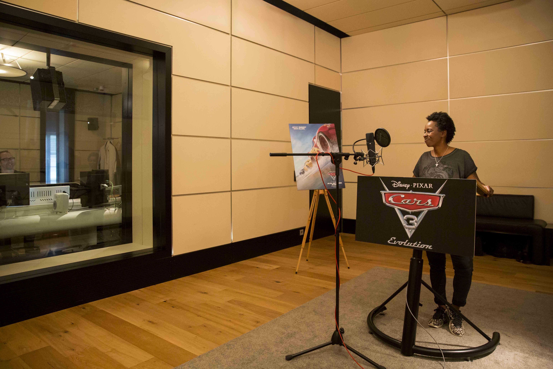 (Deutsch) Geräusche, Stimmen und ein (Kinder-) Traumberuf : als Schauspieler im Synchronstudio