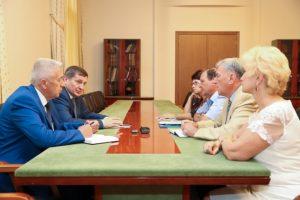 Андрей Бочаров - членам Общественной палаты: <Мы должны заложить основы общественного контроля в муниципальных районах>