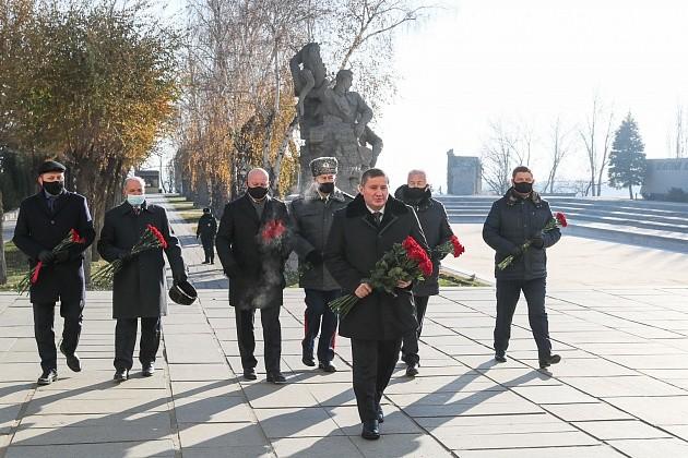 Андрей Бочаров: «Мы преклоняемся перед поколением Победителей, вечная слава и память защитникам Сталинграда, защитникам нашего Отечества»