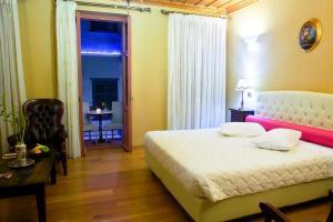 best family friendly hotels in Nafplio kyvely hotel Nafplio family friendly accommodation Peloponnese kids love greece