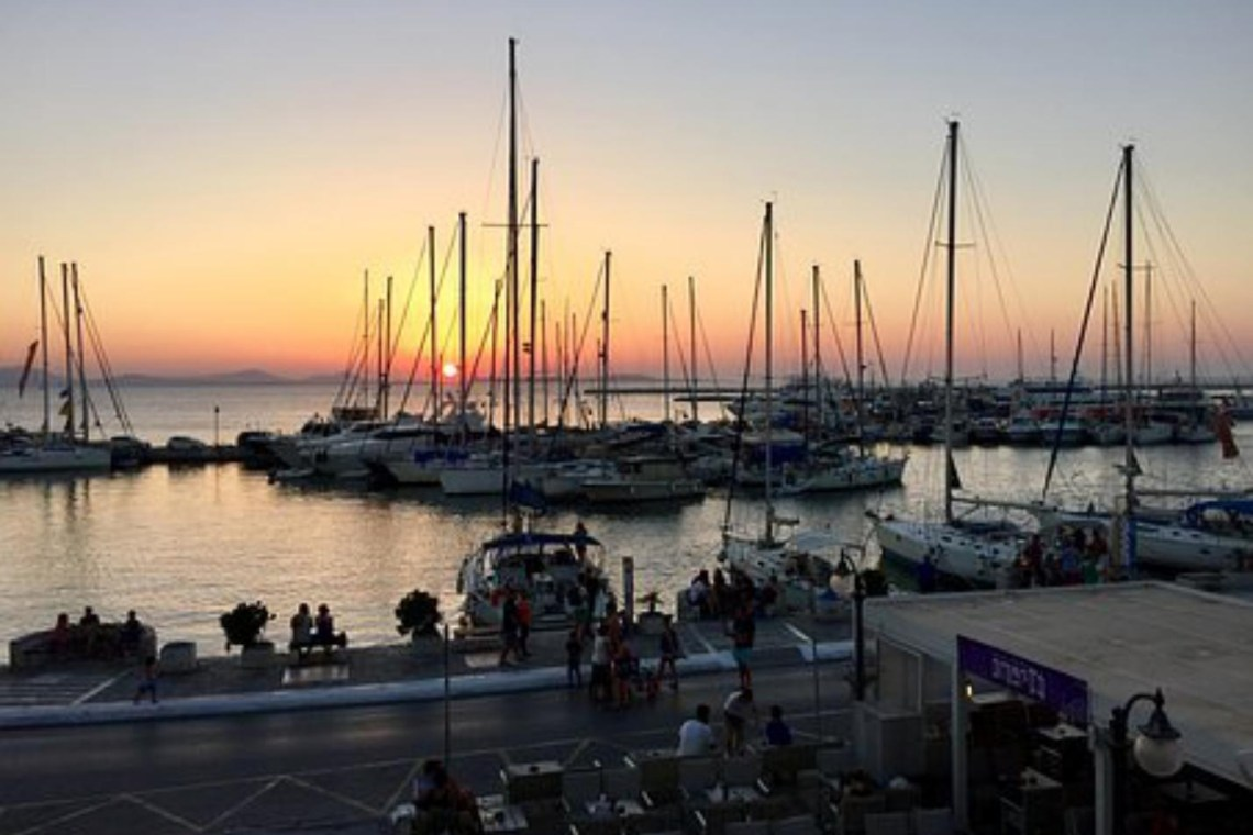 Best Greek islands for families Crete Rhodes Corfu Naxos Mykonos Santorini Kea Hydra Lefkada kidslovegreece