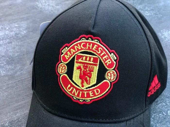На самой первой эмблеме клуба присутствовал герб города ливерпуля так называемый лайвербёрд. Картинки ФК Манчестер Юнайтед (30 фото) • Прикольные