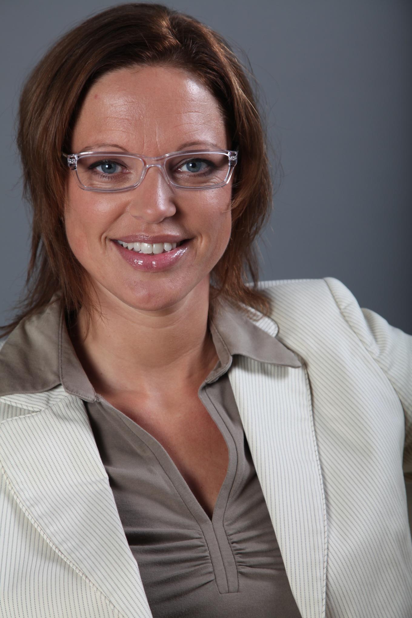 Portretfoto fotostudio grijze achtergrond