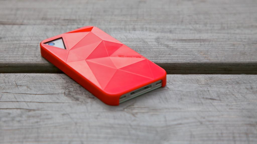 rode telefoon op houten tafel: Contact!