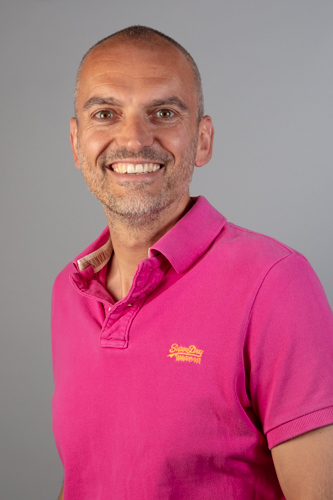 Zakelijke portretfoto geschikt voor op LinkedIn, CV of eigen website. Gemaakt tijdens een startersdag van de Kamer van Koophandel.
