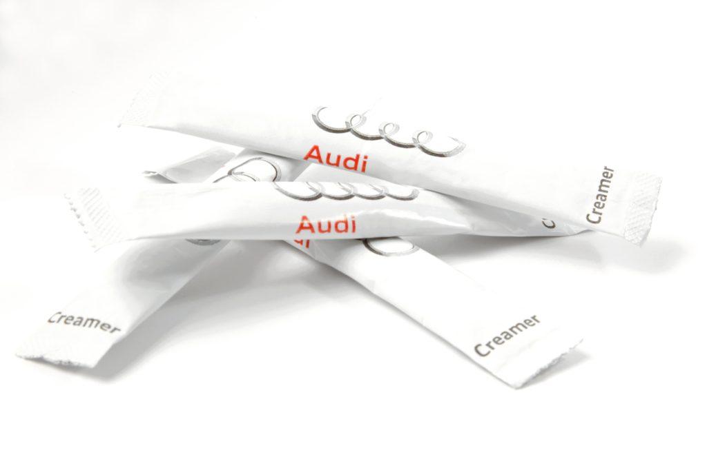 Audi creamer & suiker sticks