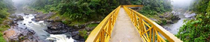Brücke über den Fluss.