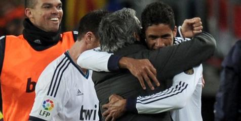 Varane: Madrid Sukses Kurung Barcelona