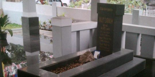 Para politikus numpang ngetop di makam janda Soekarno