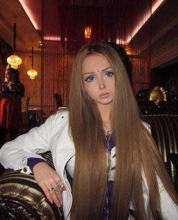 6 Wanita Yang Berwajah Mirip Barbie
