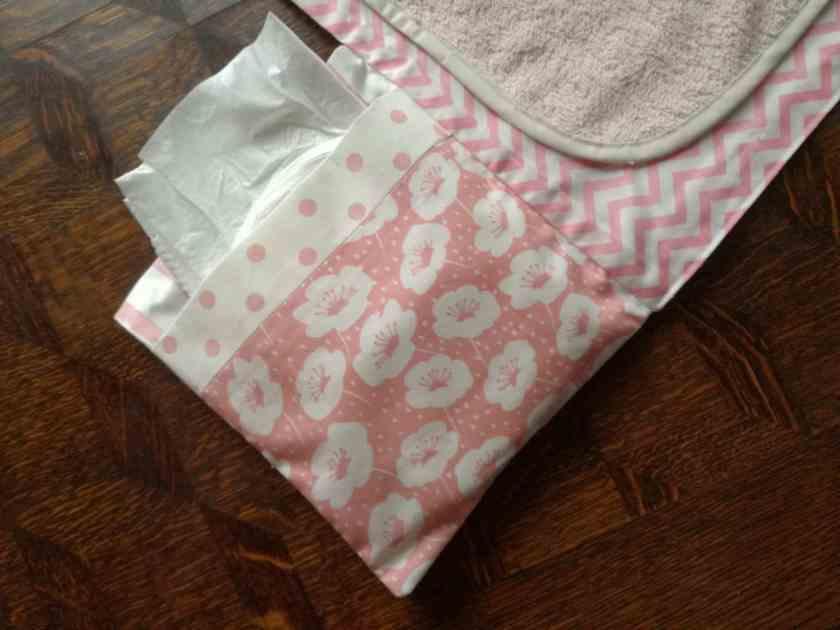 Pochette à langer, détail d'un poche pour les couches