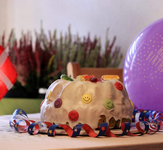 Rezept: Bunter Geburtstagskuchen – Farverige fødselsdagskage
