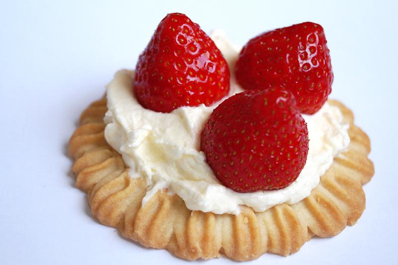 Rezept: Blitzschnelle Erdbeer-Törtchen