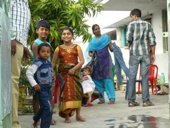 Augustei sunku susitaikyti su moterų padėtimi Indijoje ir diskriminacija.