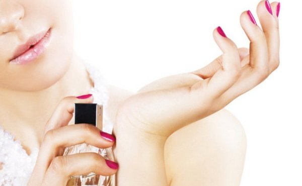 Nanášate svoj parfém na správne miesta, aby vydržal, čo najdlhšie? Teraz to zistíte!