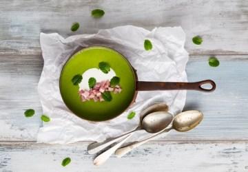 Hrášková polievka s mätou a šunkou zaženie hlad a poteší nejedného maškrtníka