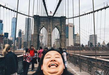 """Číňanka bojuje proti """"typickým"""" cestovateľským fotografiám. Takto """"ničí"""" krásne zábery z celého sveta"""