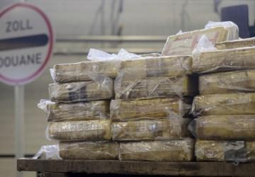 Scéna ako z akčného filmu: Z rieky vylovili tašky s kokaínom v hodnote približne 60 miliónov eur!