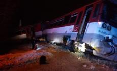 MIMORIADNA SPRÁVA: Nehoda vlaku a kamióna, hlásia viacerých zranených