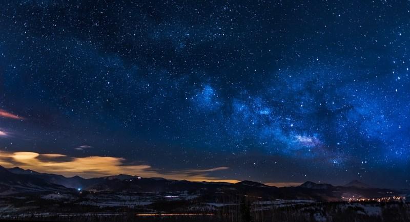 Galaxie, ktoré sa nachádzajú v obrovskej vzdialenosti sa môžu v budúcnosti spojiť.