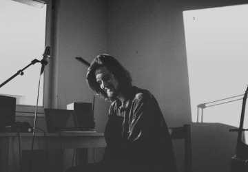 Hudobník Homes: Keď som dokončil melódiu, položil som gitaru na posteľ a od vzrušenia skákal asi polhodinu po izbe