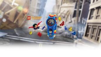 Reloj para niños lego en color azul con detalles en rojo y amarillo