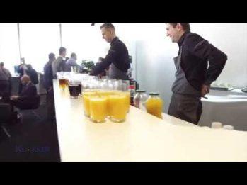 Mesa con diferentes tipos de bebidas