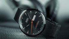 Reloj MIDO en color negro con detalles en color naranja