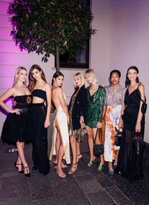 Grupo de modelos en BGLAM Milan Fashion Week