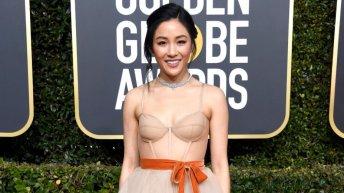 Constance Wu en los Golden Globes con joyería Messika