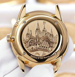 Parte trasera de un reloj con la imagen de la Basílica de San Marcos