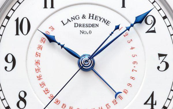 Reloj Lang & Heyne en color blanco con detalles en azul y rojo