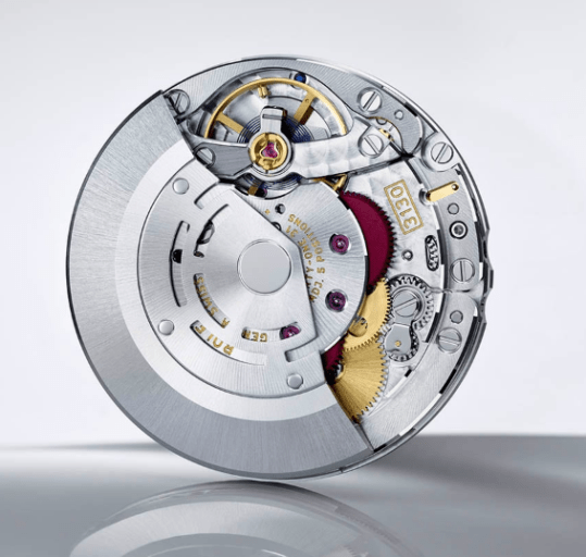 Arquitectura del reloj Submariner con piezas en color plateado con dorado y rojo