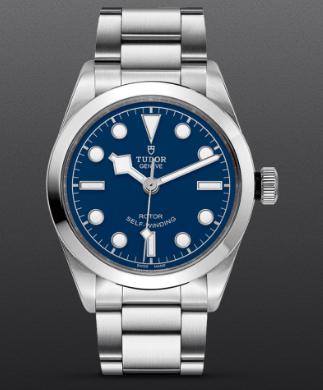 Reloj Tudor en color plateado con detalles en azul y blanco