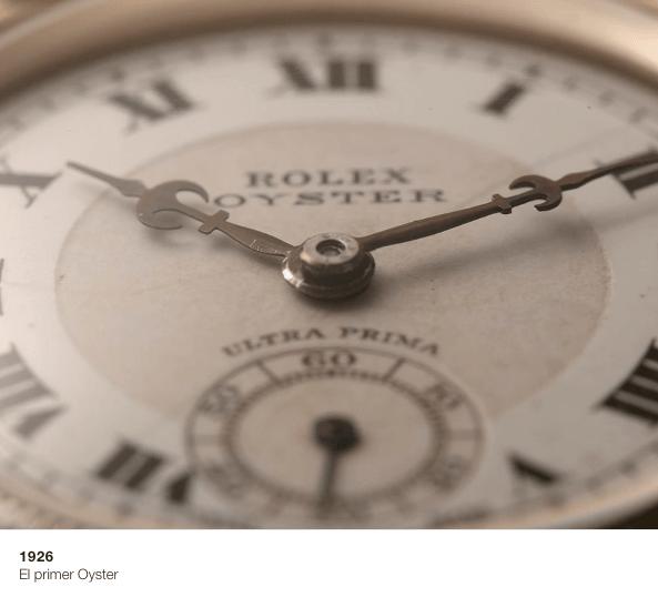 Reloj Rolex Oyster en color blanco con detalles en color cafe con negro