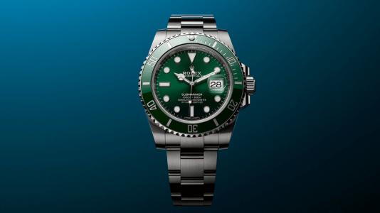 Reloj Submariner Date verde en color plateado con detalles en color verde y blanco