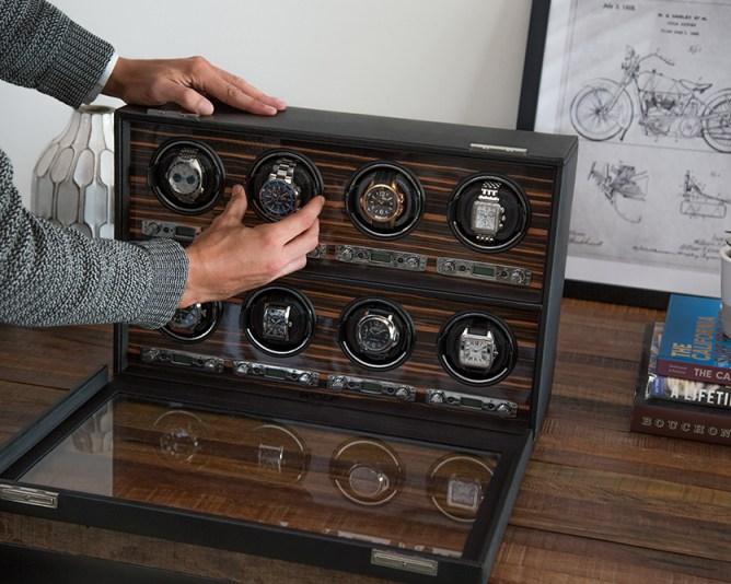 Winder en color gris con detalles en tipo madera con puerta de cristal