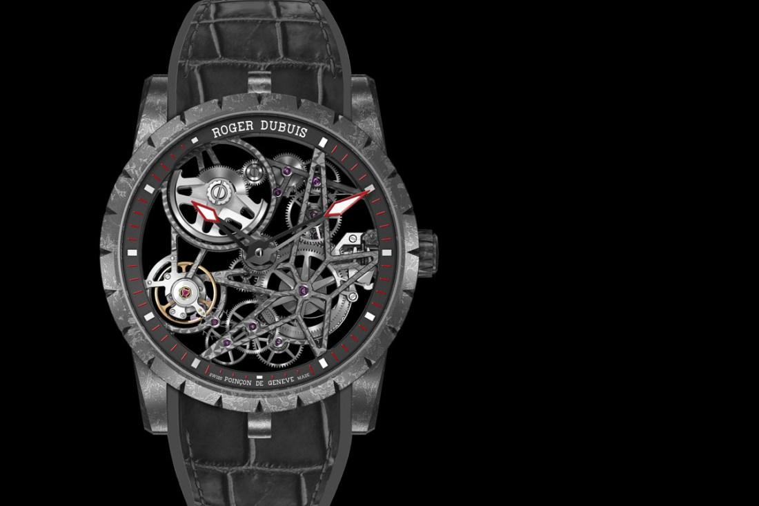 Reloj en color gris con detalles en blanco y rojo