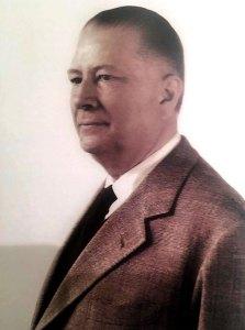 Giuseppe Panerai de perfil con saco y corbata