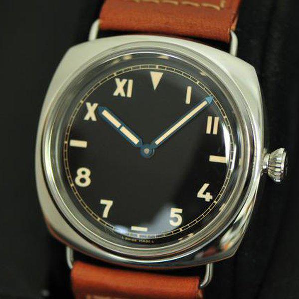 Reloj Radiomir con correas en café y caratula plateada con negro
