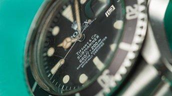 Reloj Submariner en color plateado con la caratula en negro